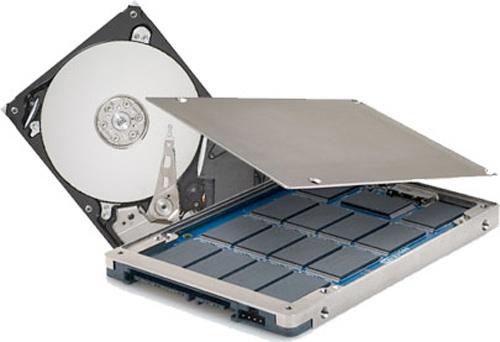 Seagate Momentum mostrando los platos y los chips SSD