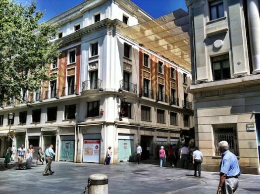 Foto actual de la esquina mencionada en el artículo donde estaba la tienda de General Optica