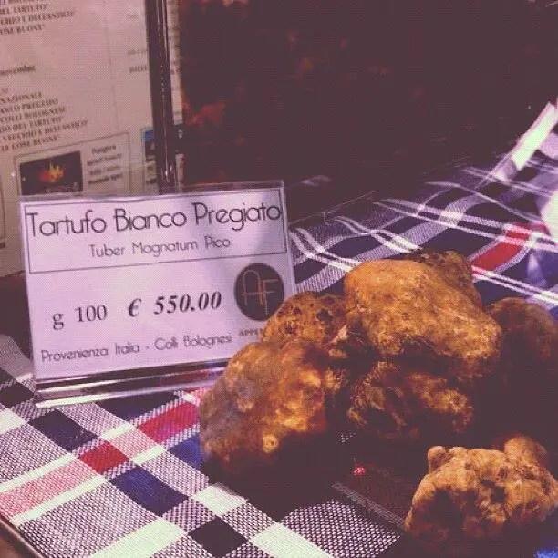 truffles in Italian market