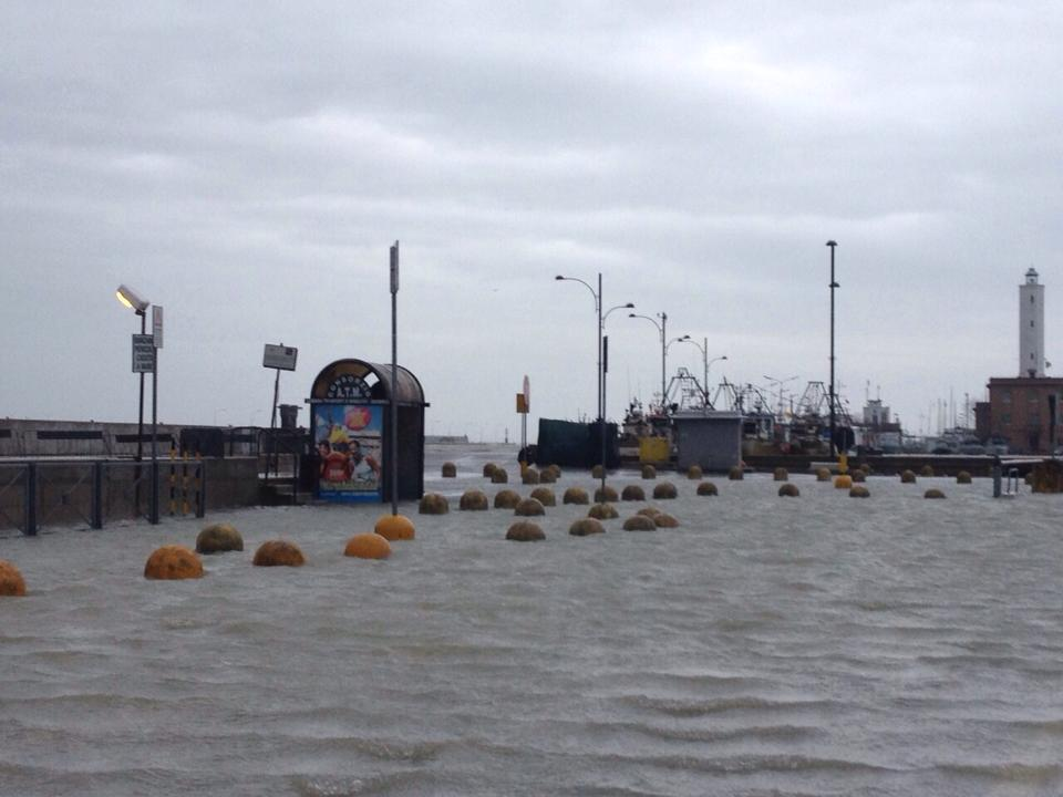 EmiliaRomagna Meteo  46 Febbraio 2015 Alluvione in Romagna e mareggiata devastante neve