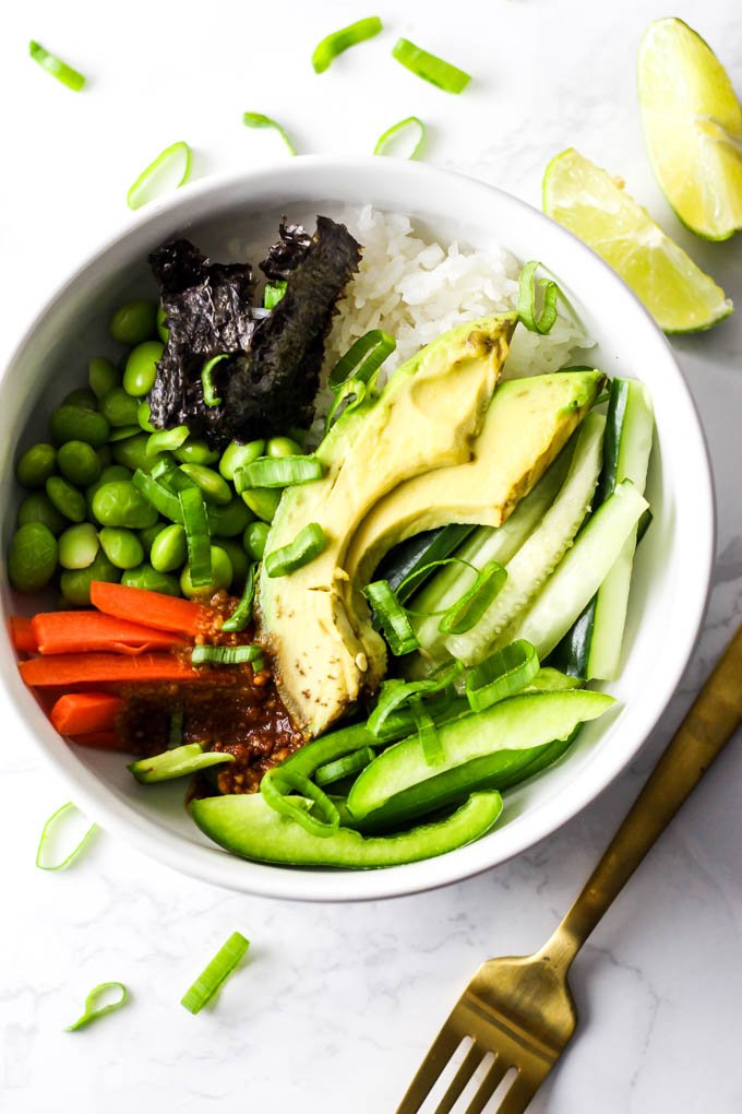 Enjoy the flavors of sushi without the rolling in this Vegan Sushi Bowl! It's ready in under 10 minutes, filled with healthy ingredients & gluten-free.