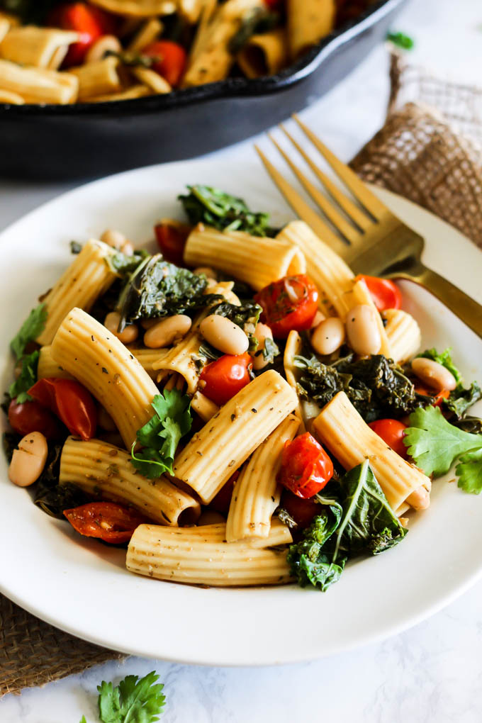 This One Pan Tomato and Kale Pasta will be a staple in your dinner rotation! It's made with simple ingredients & ready in 20 minutes. Vegan & gluten-free!