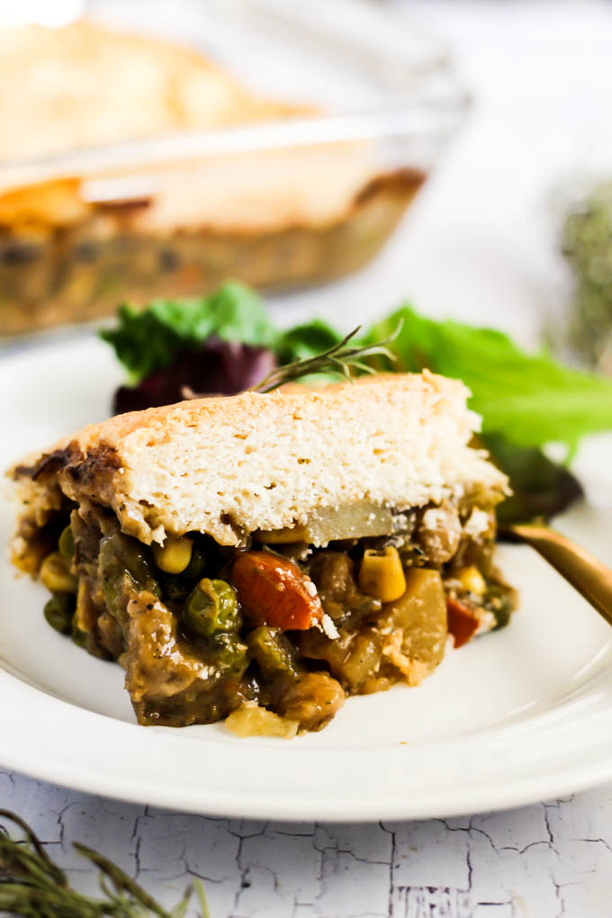 This Vegan Pot Pie might be a success with everybody on the dinner desk! It is stuffed with chickpeas and greens with a fluffy biscuit topping. Made out of crops!