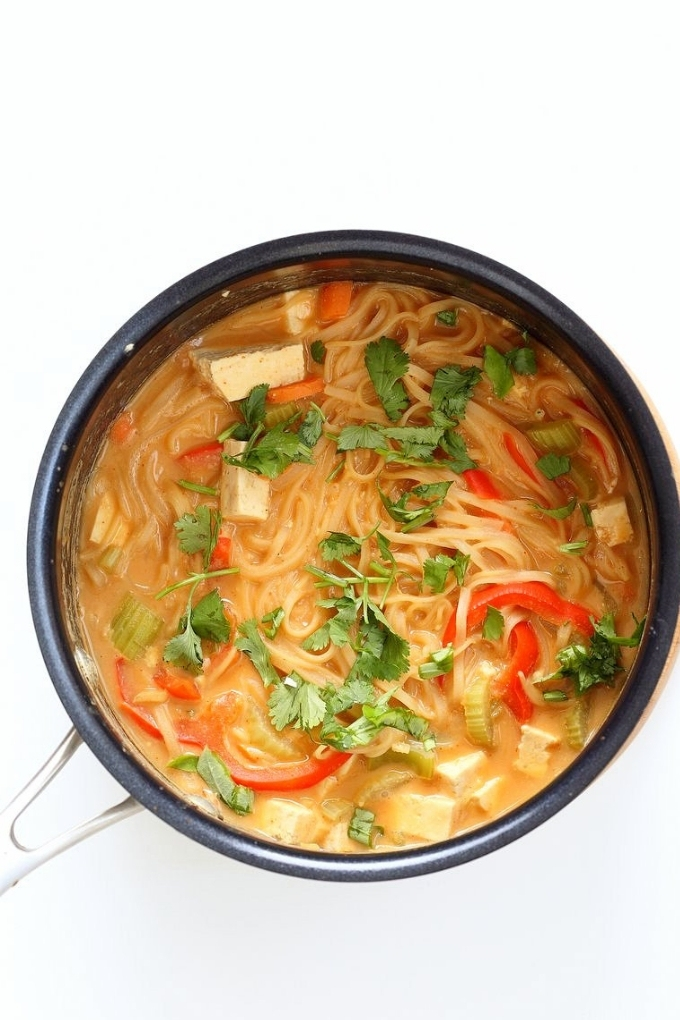 Looking for easy and delicious dinner recipes? This round-up of 30 One Pot Vegan Meals is a great place to start! There is something for everyone, from curry to chili to pasta.