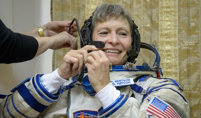nasa-first-female-commander-returned-safely-to-earth