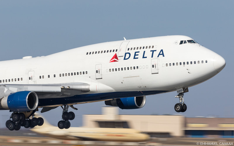 A rare treat for Minneapolis planspotters, a Delta Boeing 747-400 arrives after a flight from Tokyo, Japan.
