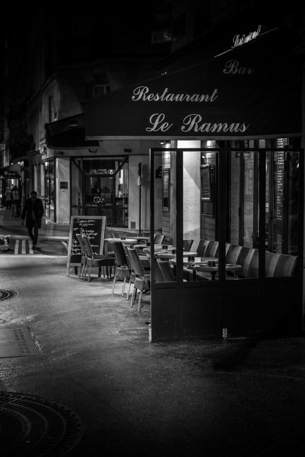 Photo Paris Café Terrasse en Noir et Blanc