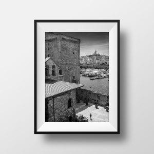 Marseille Noir et Blanc Le Vieux Port et le Fort Saint Nicolas