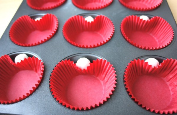 Valentines Heart Shaped Cup Cake Idea. Baking for Valentines Day could not get more simple!