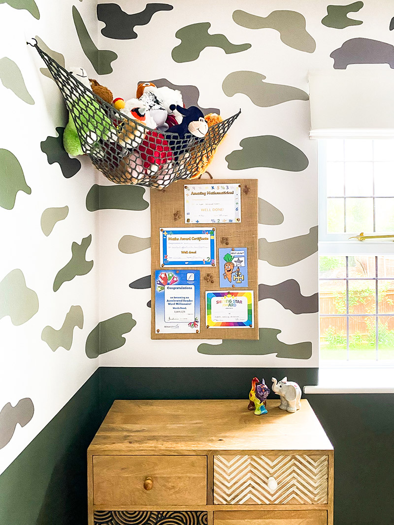 Hessian memo board and toy hammock for soft toy storage