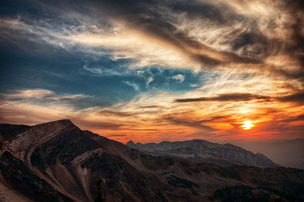 The sun sets over the majestic Utah mountains.