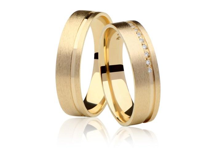 alianca-fosca-em-ouro-18k-allure-com-caminho-de-pedras-no-friso-com-9-5-gramas-o-par-c48