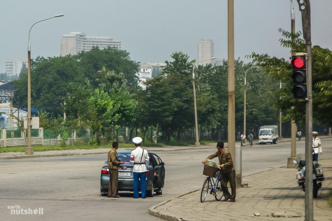 64-pyongyang-policemen