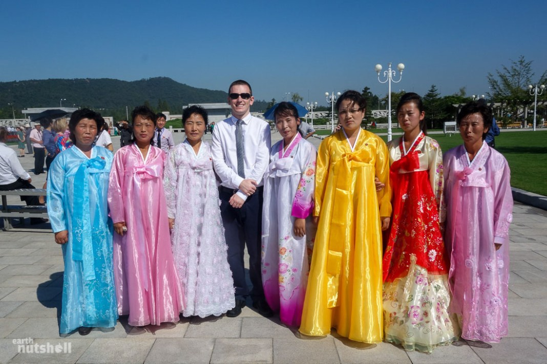 83-north-korea-mausoleum-ladies