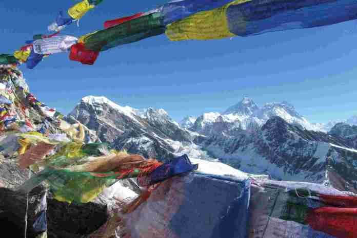 nepal-everest-flags
