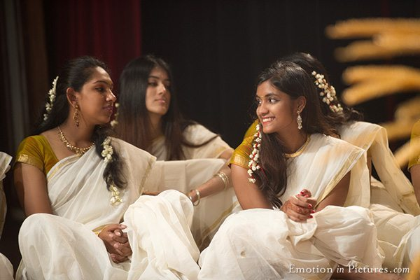 malayalee-wedding-kuala-lumpur-thalam-girls-kerala-saree