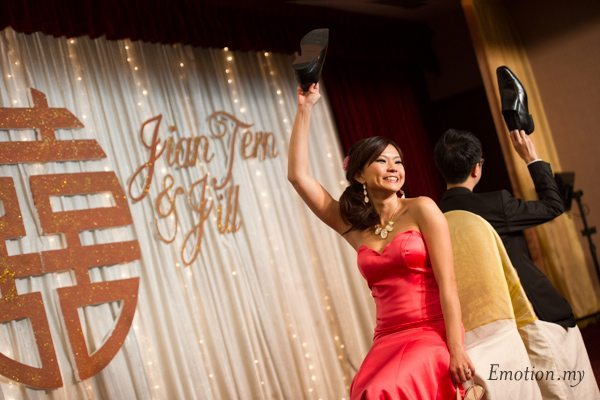 chinese-wedding-reception-malaysia-shoe-game