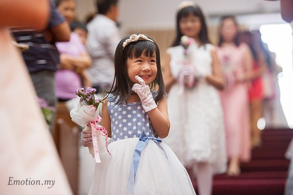 christian-wedding-ceremony-flower-girl-malaysia