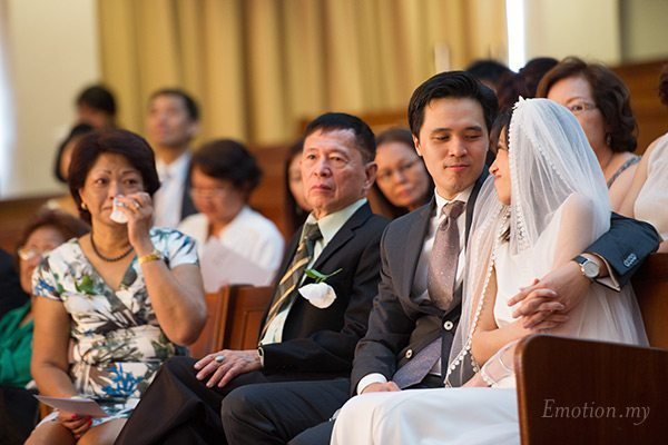 christian-wedding-malaysia-first-baptist-church-groom-bride-emotion