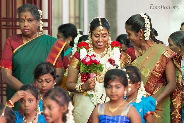 indian-hindu-wedding-malaysia-bride-arrival-entourage