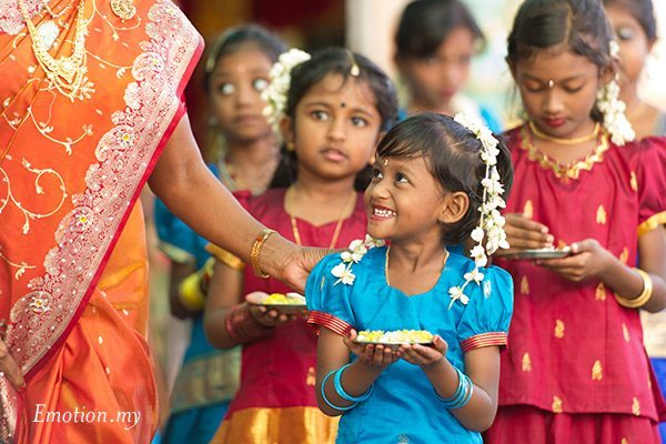 indian-hindu-wedding-malaysia-flower-girl