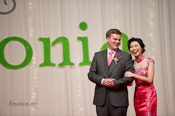 shangrila-hotel-wedding-reception-bride-groom-smiling-emotion-in-pictures-andy-lim