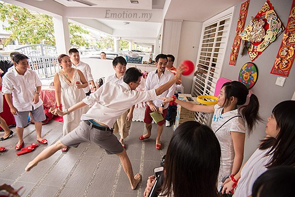 kuala-lumpur-chinese-wedding-games-pick-up-the-bride