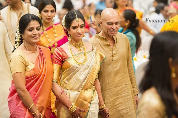 kerala-malayalee-wedding-bride-procession