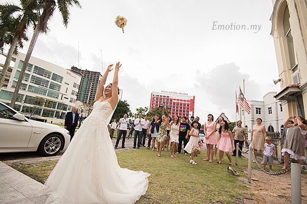 church-wedding-st-peter-melaka-bouquet-toss