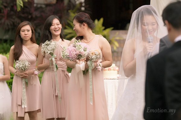 bridesmaids-garden-ceremony-cyberview-lodge-kelvin-yee-leng
