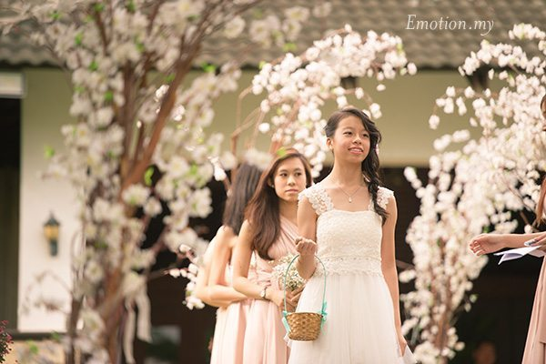 flower-girl-garden-ceremony-cyberview-lodge-kelvin-yee-leng