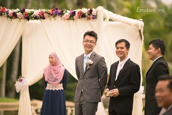 groom-reaction-garden-ceremony-cyberview-lodge-kelvin-yee-leng
