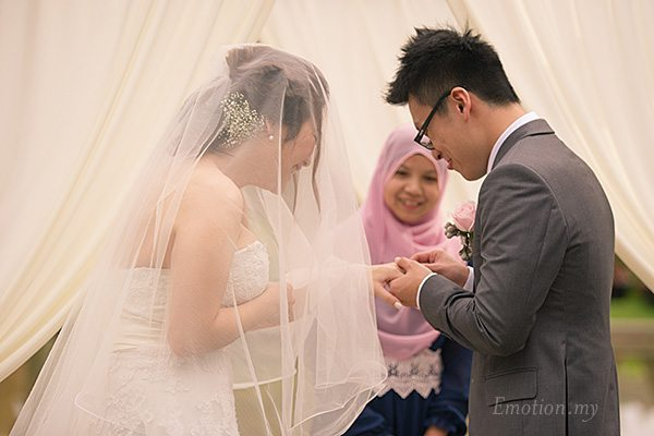 ring-exchange-garden-ceremony-cyberview-lodge-kelvin-yee-leng