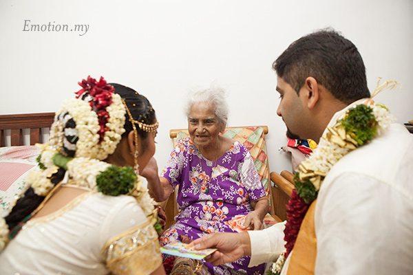 hindu-wedding-sri-sakthi-easwary-kuala-lumpur-grandmother-blessing