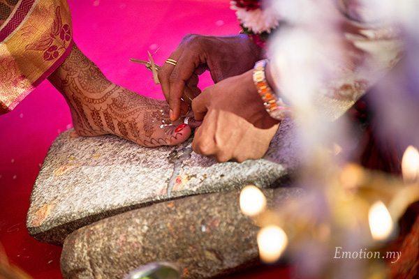 ceylonese-hindu-wedding-malaysia-toe-ring-kartik-kavitha