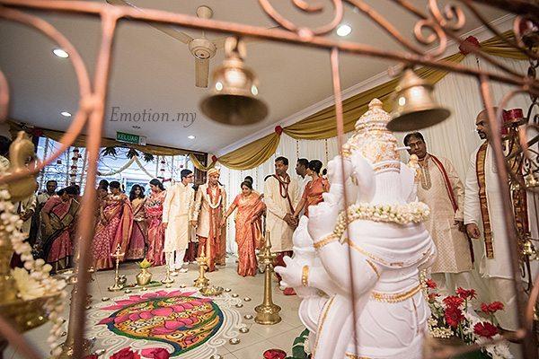 groom-arrival-hindu-wedding-malaysia-kartik-kavitha