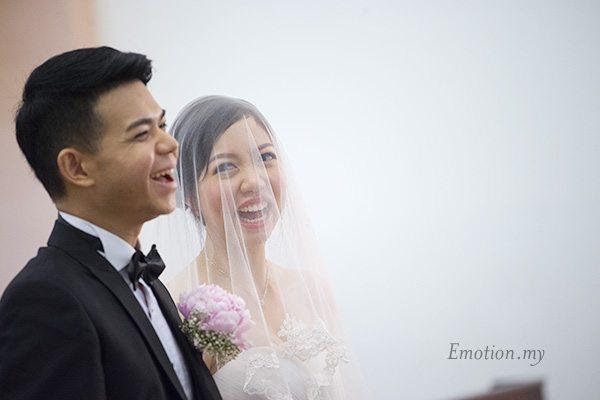 christian-wedding-bride-looks-at-groom-edward-tze-teng