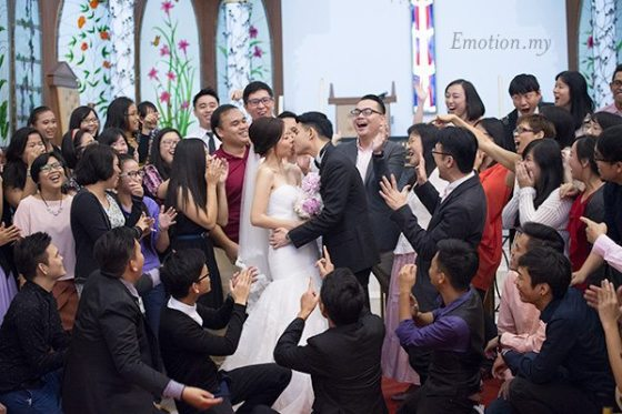 christian-wedding-kiss-edward-tze-teng