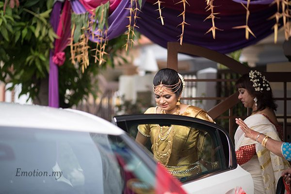 malayali-wedding-bride-car-sanjeev-reshmi