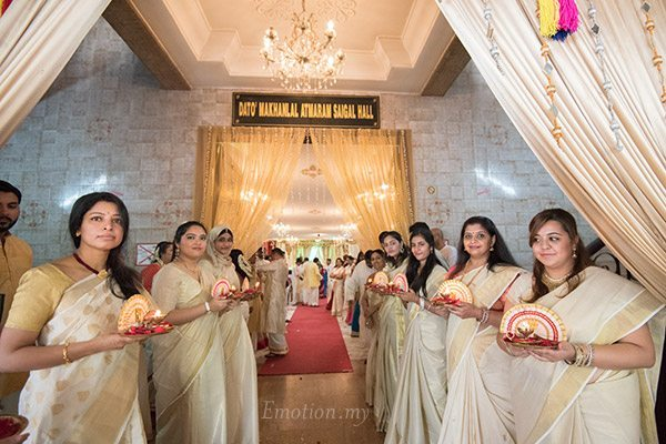 malayali-wedding-ceremony-thalam-girls-sanjeev-reshmi