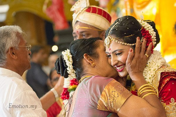telugu-hindu-wedding-bride-hug-srinivas-priya