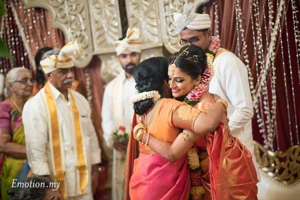 bride-hugging-ceylonese-wedding-kuala-lumpur-malaysia