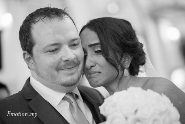 christian-wedding-ceremony-bride-emotional-zion-lutheran-kuala-lumpur-malaysia-paul-joanna