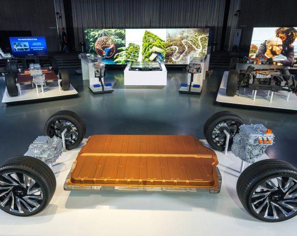 Elektromoboliová platforma automobilky GM s bateriemi Ultium (foto GM)