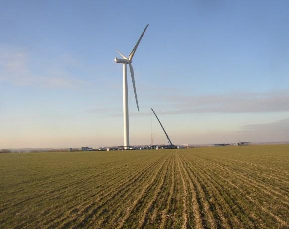 Větrná elektrárna na Rovinech u Pcher, okres Kladno (foto Miaow Miaow)