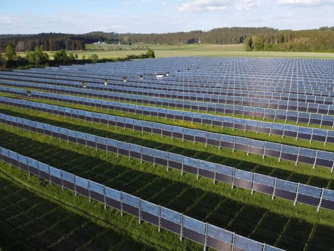 Agrofotovoltaická elektrána společnosti Next2sun (kredit Next2sun)
