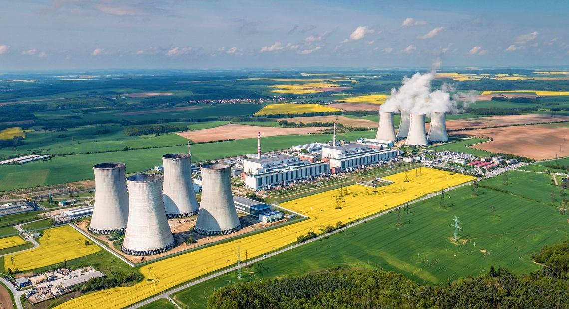 Celkový pohled na jadernou elektrárnu Dukovany