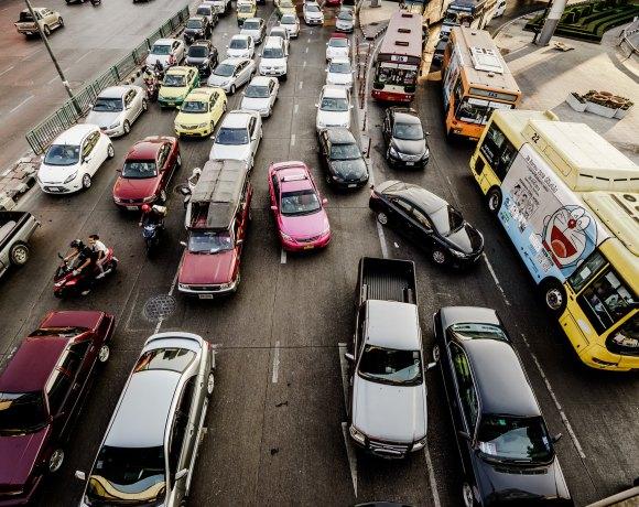 Doprava ve městě (foto Tak H.)