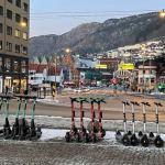 Zaparkované elektrické koloběžky v Bergenu (foto Nivel)
