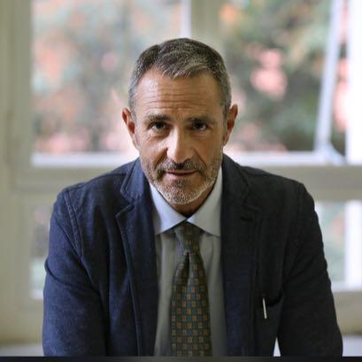 Gli effetti della diagnosi di Alzheimer sui familiari del malato: ne parliamo con il Professor Giovanni Battista Frisoni, uno dei maggiori esperti in campo internazionale.